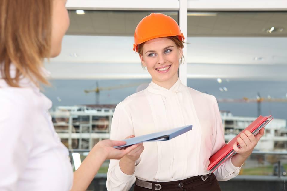 Un punto a la protección laboral, cascos, guantes y mascarrillas