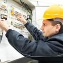 electricista con cuadro